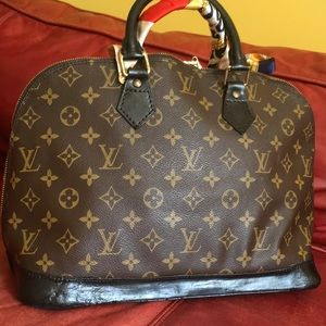 Louis Vuitton Bags - 🎉Authentic LV alma bag in good condition!